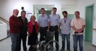 Μια εξαιρετική πρωτοβουλία… Αστυνομικοί πρόσφεραν αναπηρικό αμαξίδιο στο σύλλογο «ΔΙΚΑΙΩΜΑ»